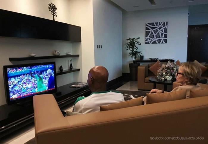 Abdoulaye Wade encourageant les Lions : «il ne fait pas de doute que vous ramènerez un jour prochain la coupe à la maison.»