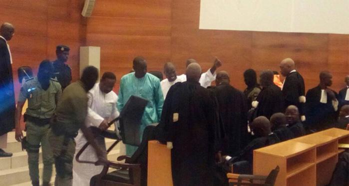 Procès en appel : Les avocats de Khalifa Sall boudent et menacent de suspendre leur participation