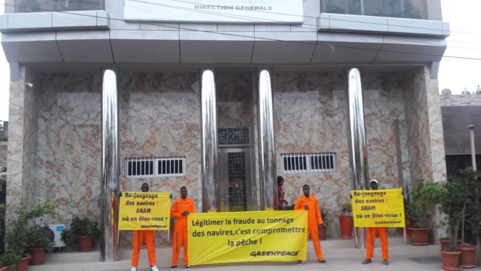ANAM : Des militants de Greenpeace ont protesté pour exiger la publication du processus de re-jaugeage des navires de pêche industrielle au Sénégal