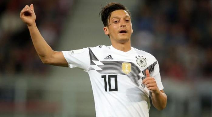 Allemagne : le racisme, la Fédération, les médias... Özil se met en retrait de la sélection et tire à vue !