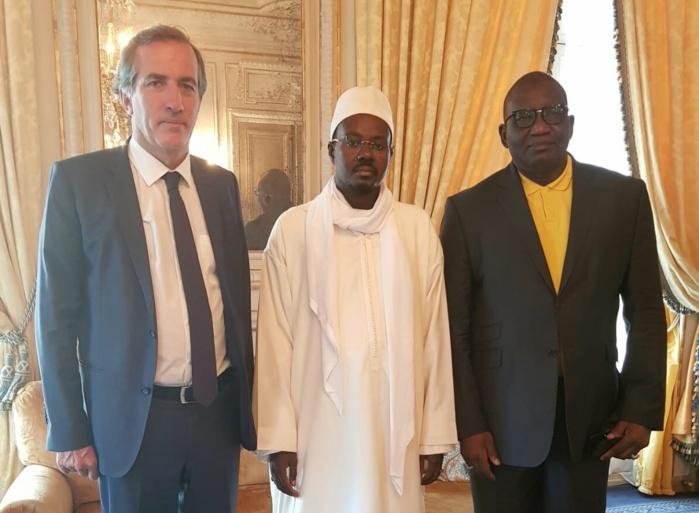 EN VISITE EN FRANCE - Cheikh Bass reçoit S.E Bigot quelques heures après la rocambolesque affaire d' escroquerie aux visas