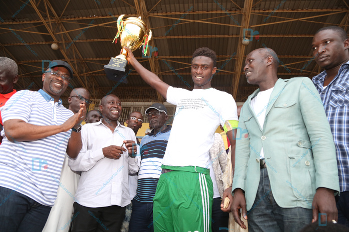 Seydou Gueye, Cheikh Tidiane Ba, El hadji Diouf, invités de la finale du tournoi de la Solidarité et de l'Emergence entre Koussoum et Santhiaba (IMAGES)