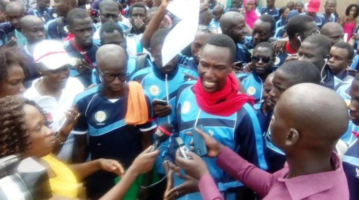Grève des inspecteurs : Les élèves maitres sortent pour protester et clashent la démarche de Serigne Mbaye Thiam.