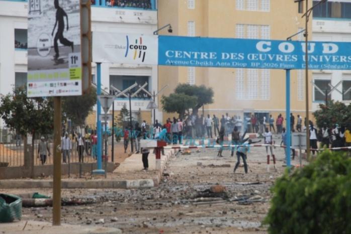 UCAD : Les étudiants bloquent l'Avenue Cheikh Anta Diop pour exiger leurs bourses de fin d'année