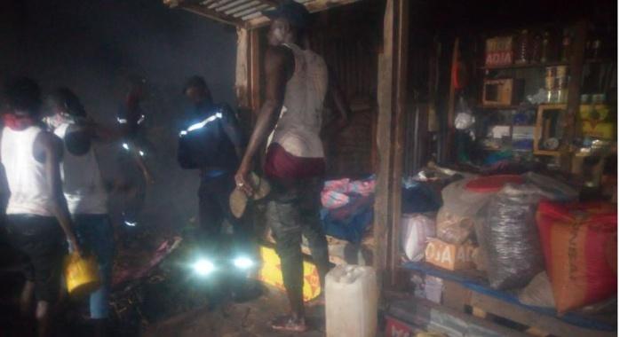 Urgent : Grave incendie au marché Zinc de Kaoloack- Des dizaines de magasins prennent feu
