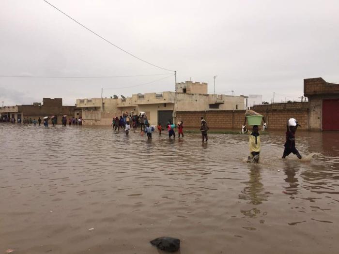 TOUBA...LES PIEDS DANS L'EAU / Quelques images prises montrant l'ampleur des inondations