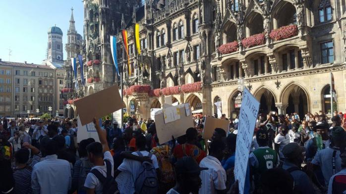 """Ressortissants Sénégalais en situation irrégulière en Allemagne : Les concernés attendaient un """"discours guerrier"""" de Macky Sall devant Angela Merkel"""