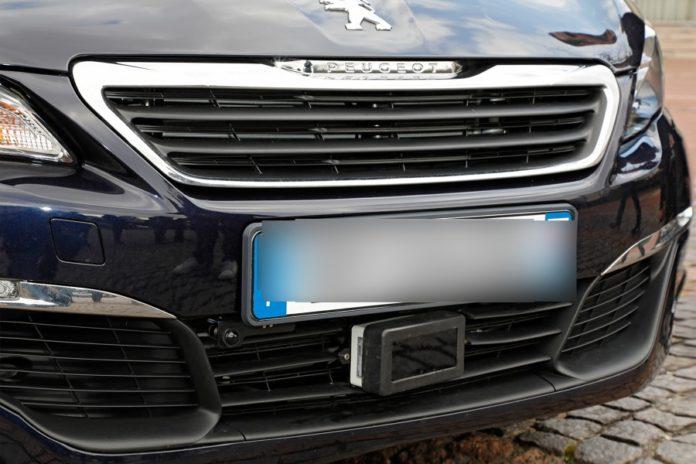 """Agissements intrigants d'un véhicule banalisé à """"ARC EDITIONS"""" : qui en veut à SourceA et Actusen.sn ?"""
