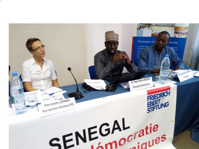 Le Sénégal endetté : des économistes défendent Macky Sall et taclent Karim : « En 2008, le Président Wade avait donné à son fils le pouvoir… »