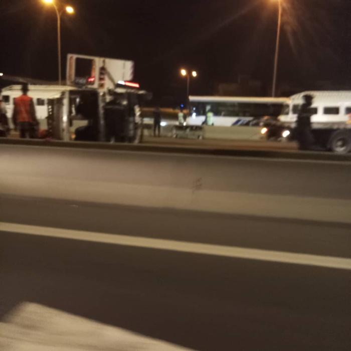 Accident sur l'autoroute à péage : Un minibus Tata se renverse à hauteur de la station Total