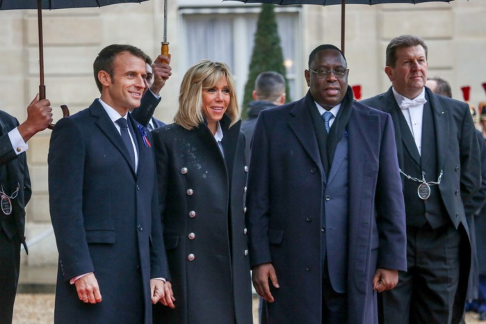 VISITE DE MACKY À PARIS  - Des opposants venus chahuter le Président de la République, humiliés et rapidement chassés