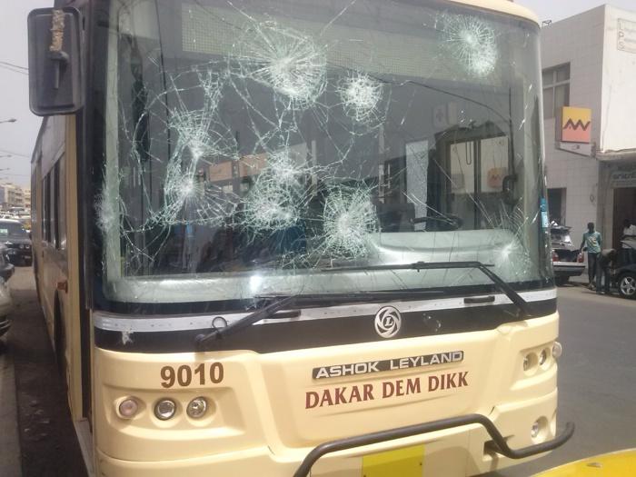 Déguerpissement des marchands aux abords du Rond-point Colobane : 2 bus de Dakar Dem Dikk saccagés