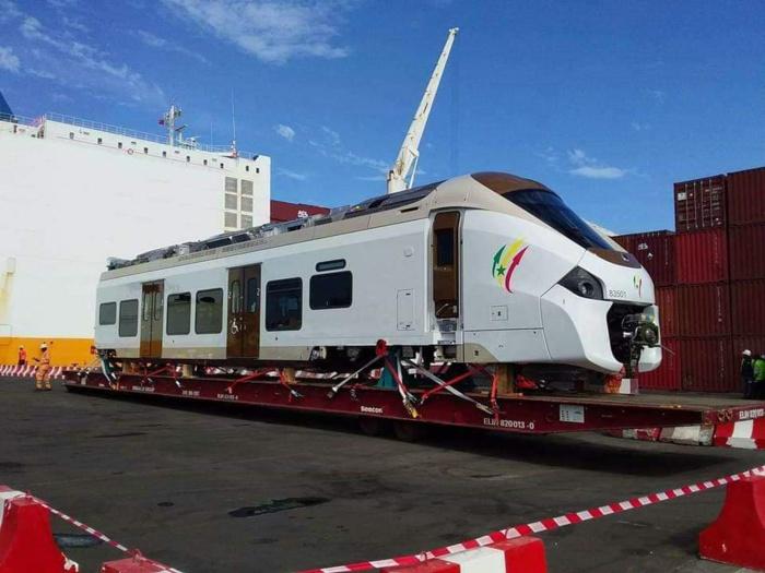IMAGES : Le premier ministre a accueilli les premières rames du TER aujourd'hui au Mole 2