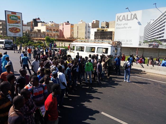 """Accident : Un """" Ndiaga Ndiaye """" heurte un 4X4 et se renverse sur l'autoroute"""