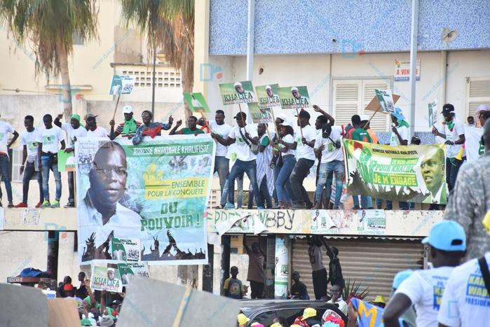 Les Images de la mobilisation du FNDR( front national de résistance) à la place de l'obélisque