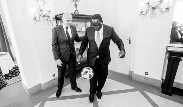 Quand le président Macky Sall montre ses talents de jongleur...