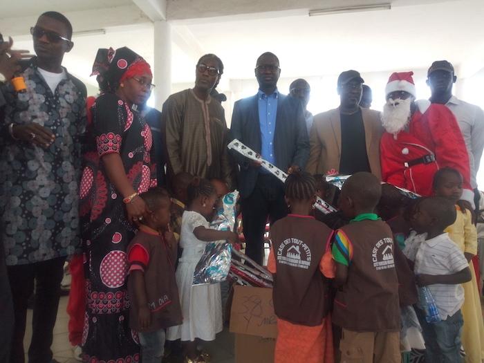 Rufisque : L'artiste Mame Gor Djazaka, offre des cadeaux  à 250 enfants défavorisés.