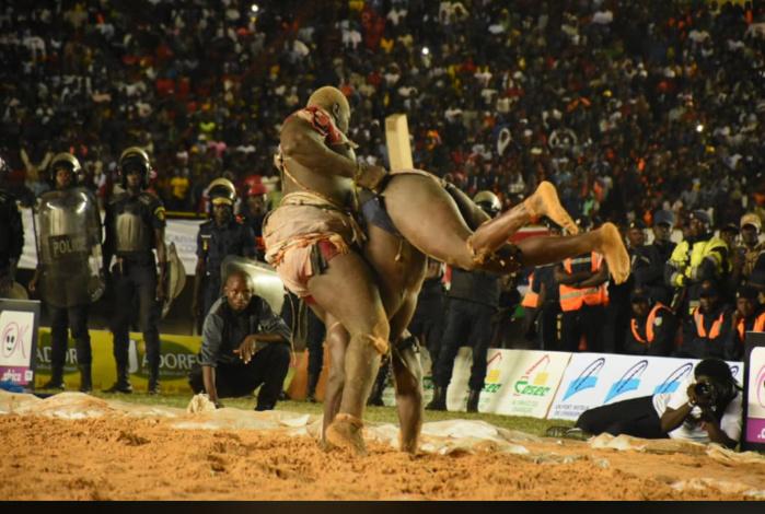 Revivez les images du combat Balla Gaye 2 contre Modou Lo au stade Léopold Sédar Senghor