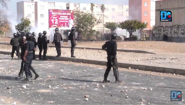 Après une heure de trêve, les affrontements reprennent entre étudiants et policiers