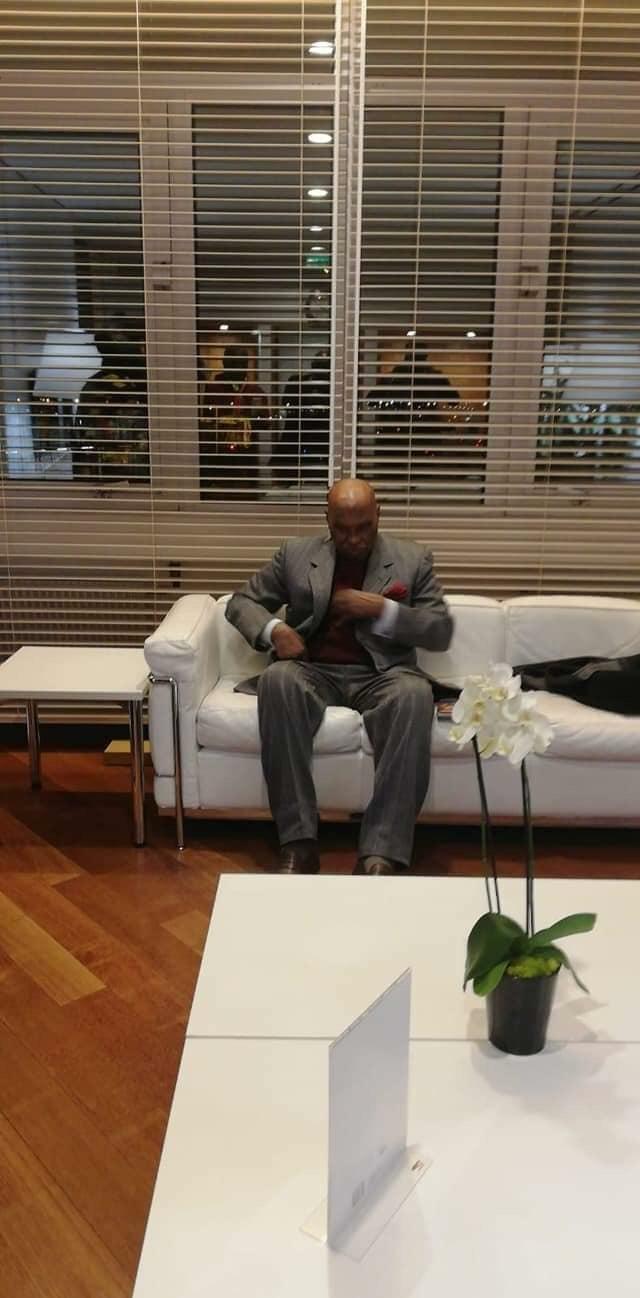 Me Abdoulaye Wade au salon d'honneur de l'aéroport Roissy Charles De Gaulle de Paris