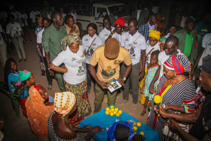 J2 présidentielles 2019 / Porte à porte du DG Mamadou Kassé au quartier Hafia de Tambacounda
