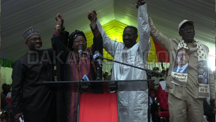 Images du meeting organisé par le Ministre Papa Abdoulaye Seck à la rue 6x23 de la Médina : Forte mobilisation pour la réélection du Président Macky Sall au 1er tour