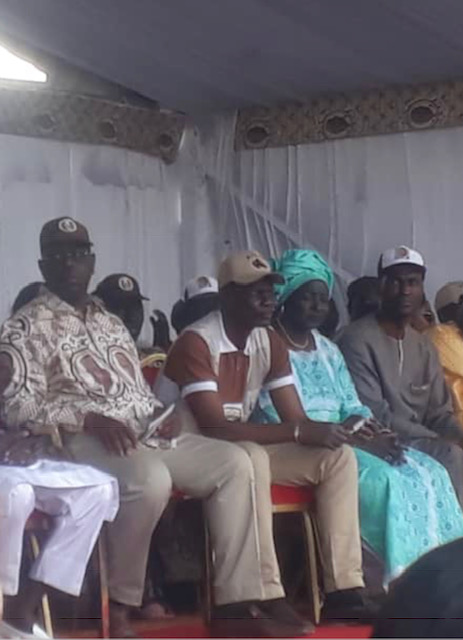 Cocasseries à Bambey : Mor Ngom tient à « se coller » à Macky, Mimi Touré lui cède la place.