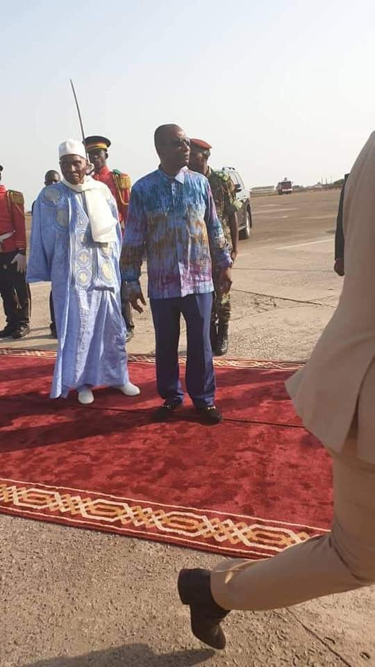 Conakry : Me Wade accueilli par Alpha Condé