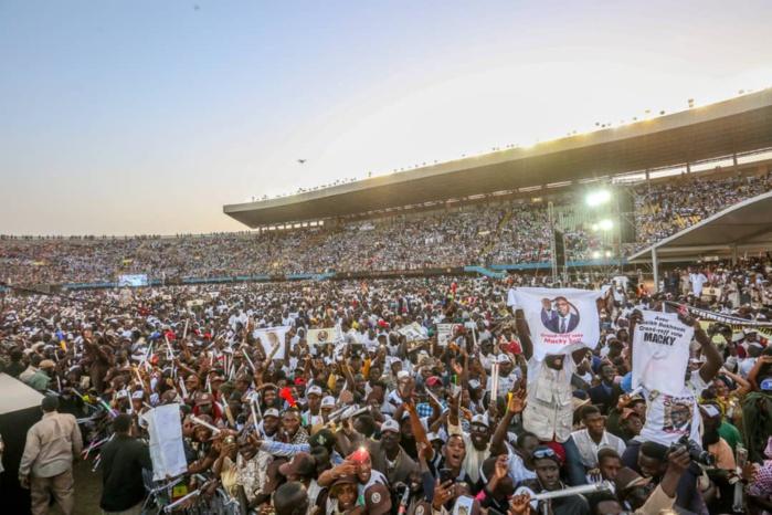 Stade Léopold Sédar Senghor : Le bain de foule de Macky Sall à son meeting de clôture