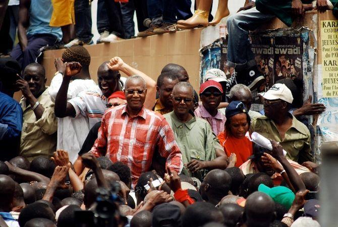 Main tendue de Wade:Pourquoi Benno Siggil Sénégal doit la refuser ?