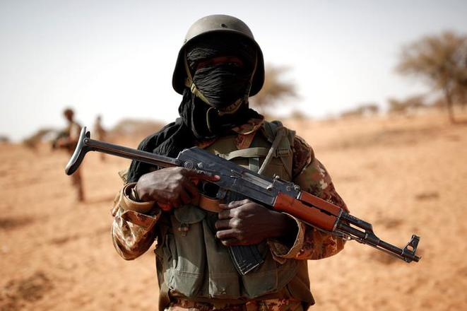 16 morts dans l'attaque d'une base de l'armée — Mali