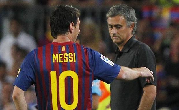 Quand José Mourinho critiquait sévèrement Ronaldinho et Puyol, faisant l'éloge de Messi