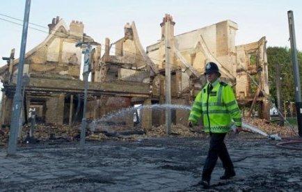 Grande-Bretagne: premier mort dans les émeutes à Londres