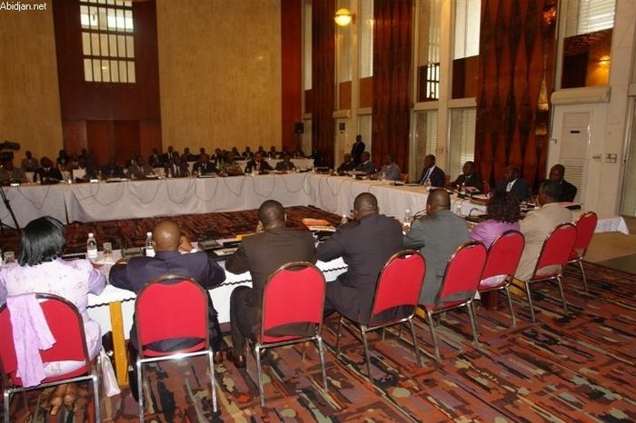 """Côte d`Ivoire: Ouattara fait signer une """"charte d`éthique"""" à ses ministres"""