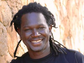 Prix découverte RFI :  Le chanteur sénégalais Metzo DJATAH sélectionné comme finaliste.