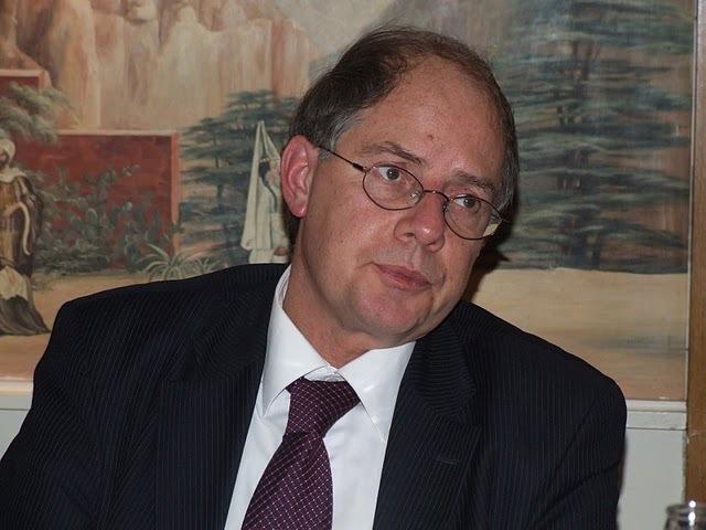 """""""La France n'a pas de candidat au Sénégal"""" (Bernard Valero, porte-parole du Quai d'Orsay)."""