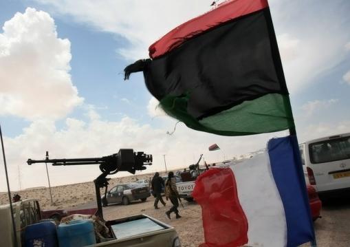 Libye: des Français et Britanniques en civil sont déployés aux côtés des rebelles libyens (journaliste AFP)