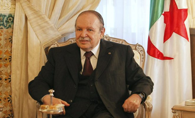 Algérie : Acculé par le peuple, le Président Bouteflika jette l'éponge