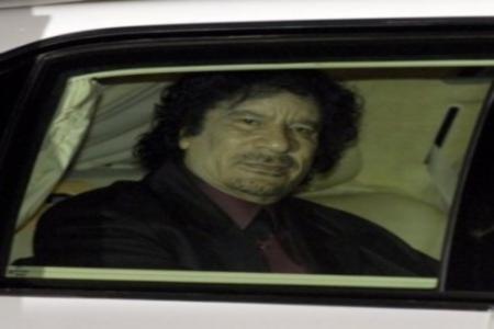 Kadhafi dans un convoi de voitures blindées en Algérie?
