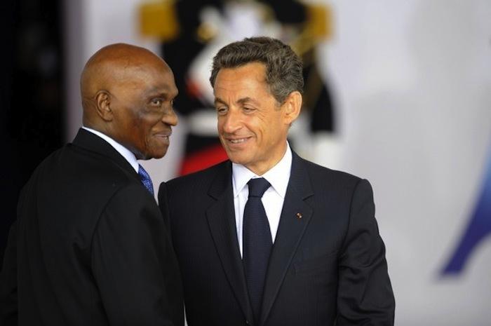 Nicolas Sarkozy tourne le dos à Abdoulaye Wade.