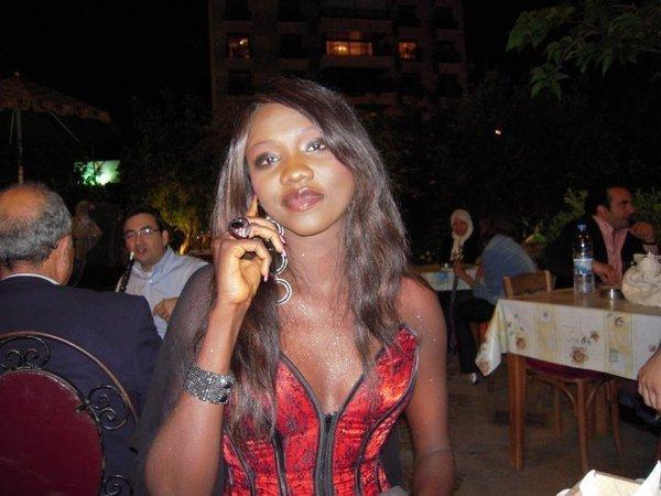 """""""Je ne suis pour rien dans le divorce de Viviane"""", confie Oumou Provocation à dakaractu."""