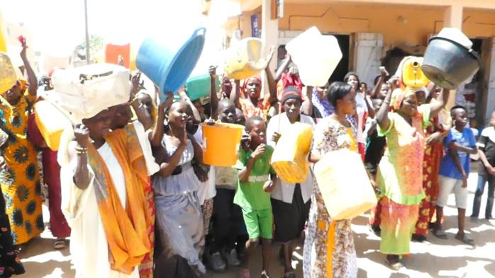 Pénurie d'eau : Les femmes de Thiénaba lancent un SOS au couple présidentiel