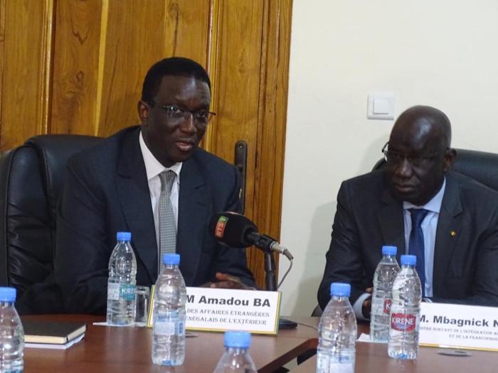 Mbagnick Ndiaye passe le flambeau de l'Intégration africaine et de la Francophonie à Amadou Ba.