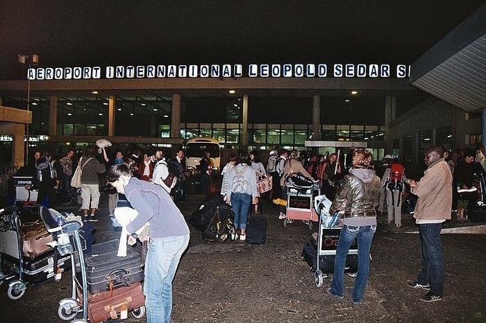 Les proches de Wade s'organisent pour sortir du pays avant l'élection de février 2012.