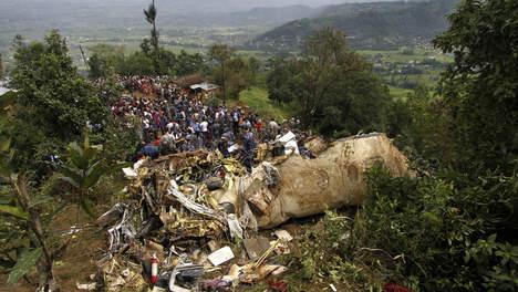 Un crash d'avion au Népal tue 19 personnes