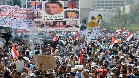 La place Tahrir manifeste contre le pouvoir militaire