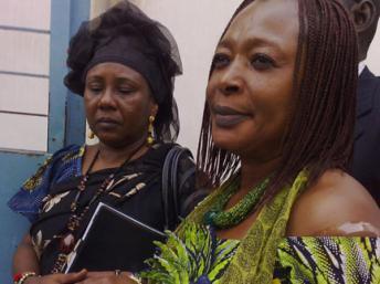 Jacqueline Moudeïna (d) supecte l'Union Africaine de manœuvres visant à repousser le procès d'Hissène Habré.