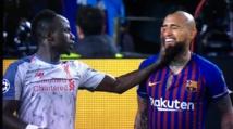 """Arthuro Vidal met en garde Sadio Mané : """"S'il veut regarder la CAN à la télévision, qu'il refasse le même geste au match retour"""""""