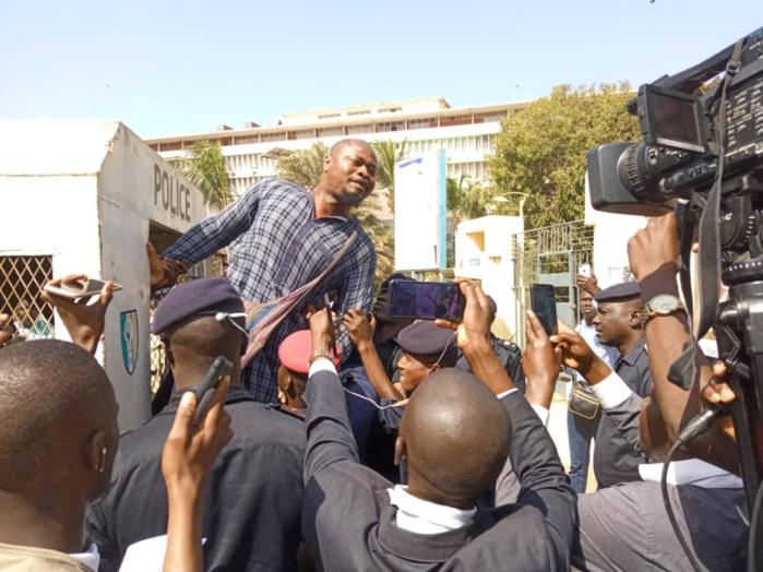 Manifestation contre la suppression du poste de Premier ministre : Guy Marius Sagna, Abdourahmane Sow et Babacar Diop interpellés