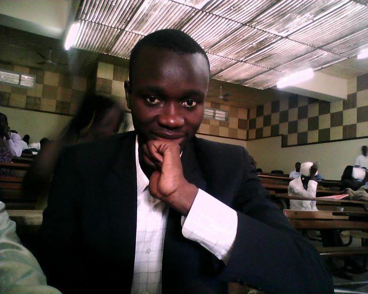 La remise en cause de la clause limitative du mandat présidentiel à deux au Sénégal: la querelle de l'inconstitutionnalité d'une candidature ( Moustapha FALL )